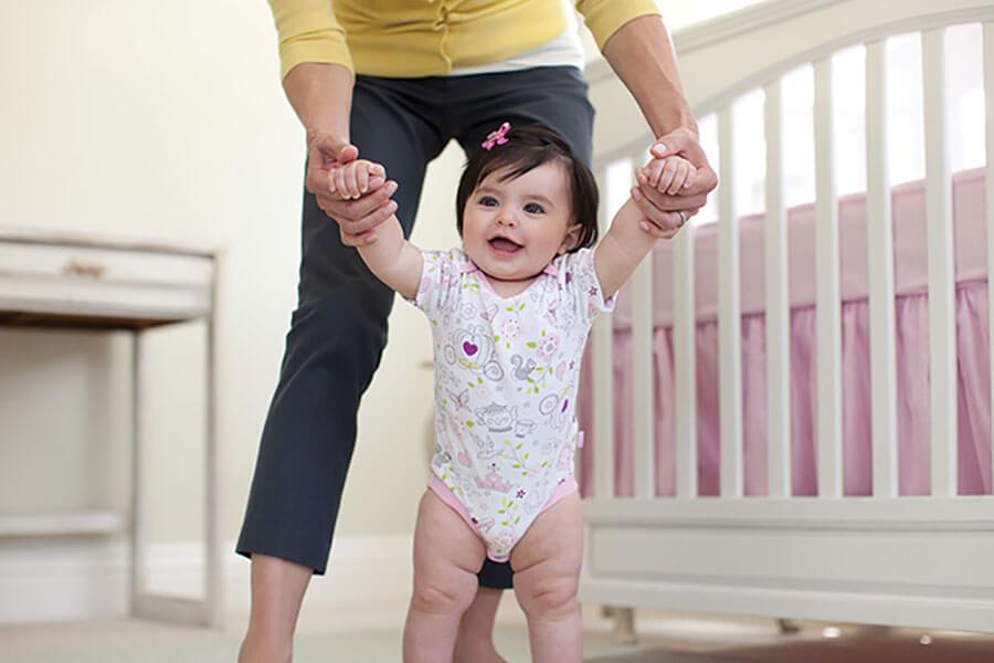 Как научить ребенка ходить | уроки для мам