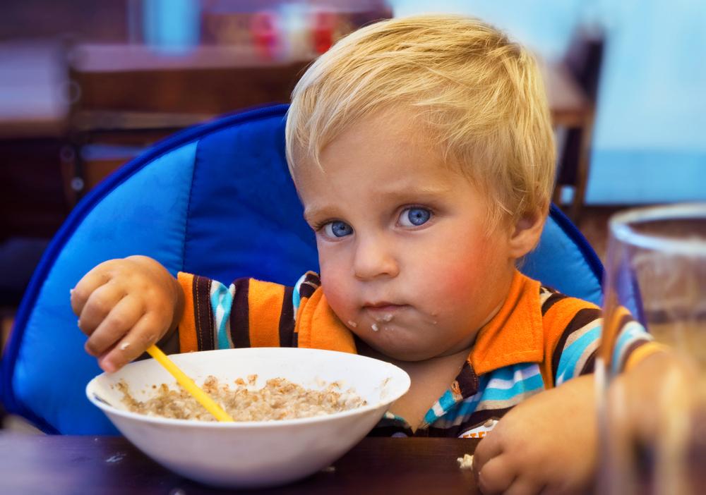 Что делать, если ребёнок не ест прикорм: возможные причины, правила введения новой пищи в 6-7 месяцев