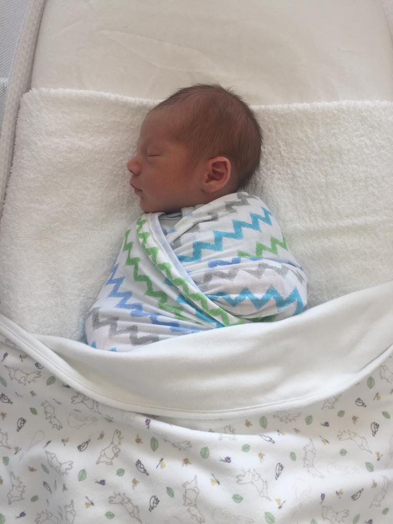 Что делать, если новорожденный не какает?