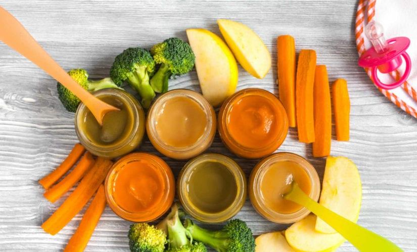 Первый прикорм: готовить или покупать - 9 фактов о питании из баночек и домашней еде
