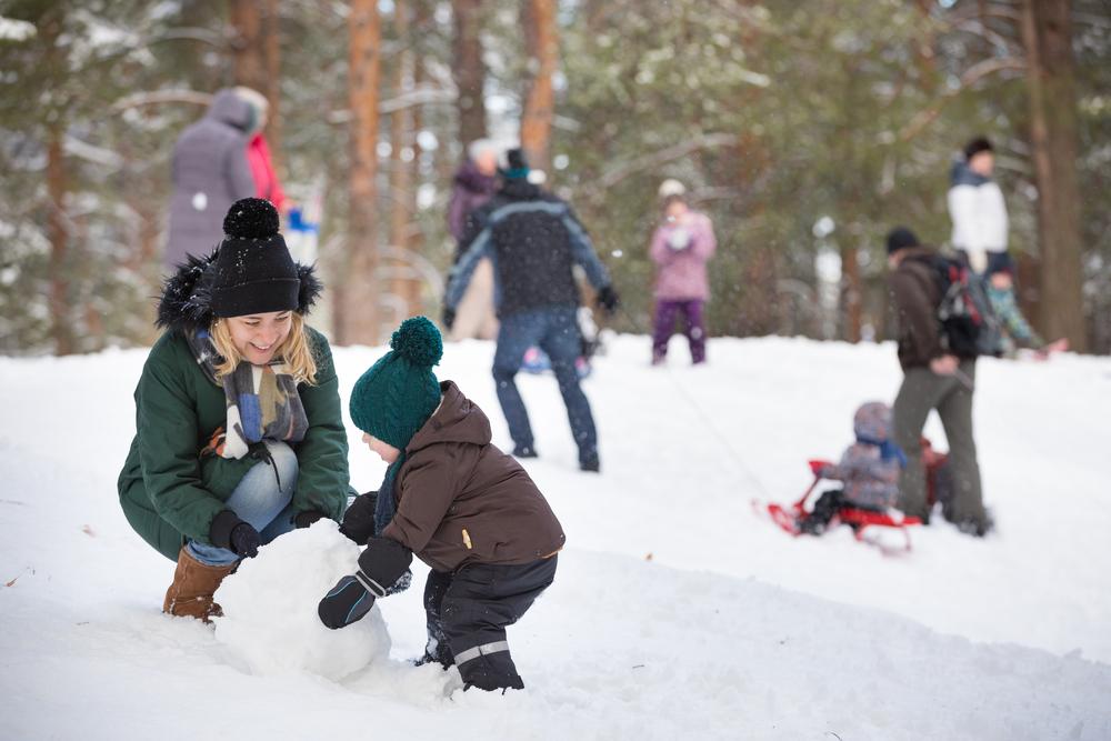 Прогулка и игры с ребенком зимой на улице: идеи во что поиграть с ребенком зимой на улице, чем заняться с ребенком зимой на каникулах - инфасотка
