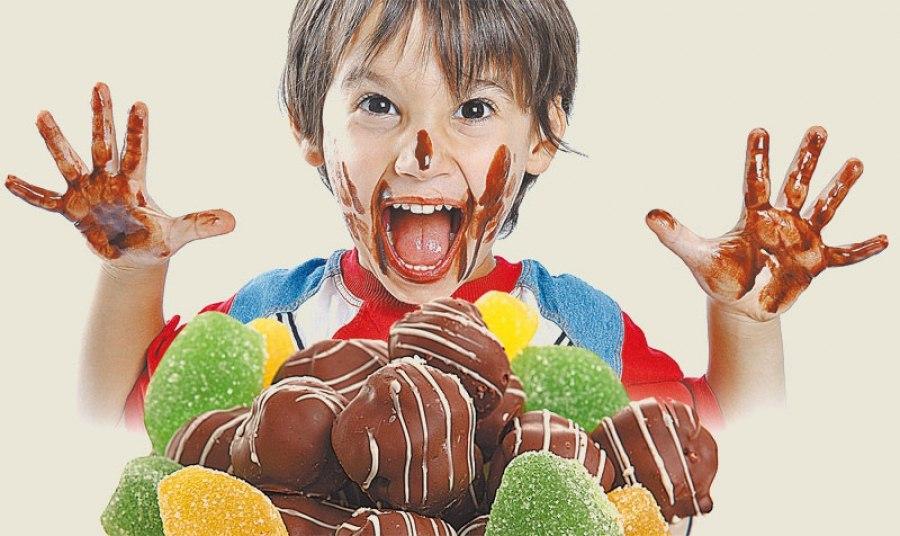 Ребенок ест много сладкого — чем обусловлена излишняя тяга конфетам и шоколадкам